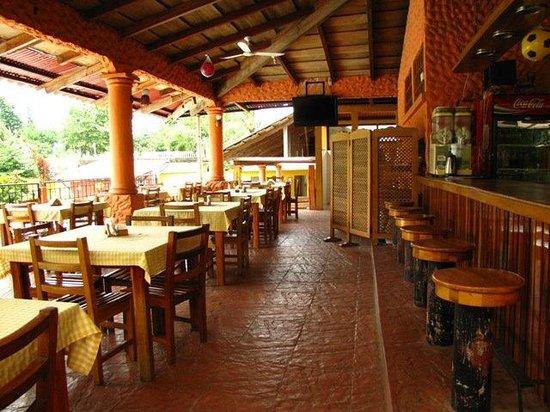 Villa hermosa hotel santa cruz mulua guatemala for Bungalows el jardin retalhuleu guatemala