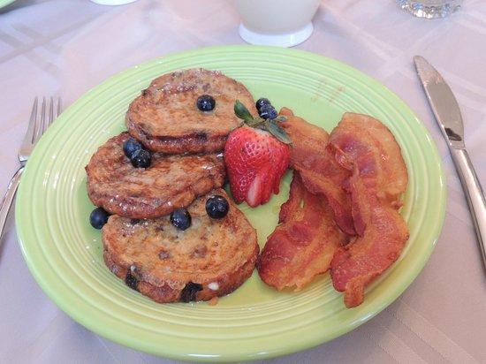 Alpine Hideaway: Breakfast