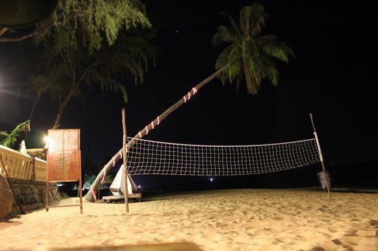 Cassia Cottage: Beach view w/ volleyball net at night