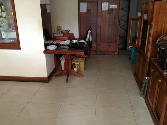 Like Hoi An Hotel: Espació para elaboración huevos y tortillas desayuno
