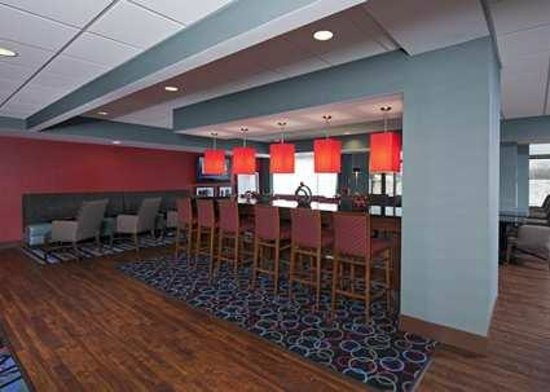 Hampton Inn Grand Rapids-South : Breakfast Bar/Lobby