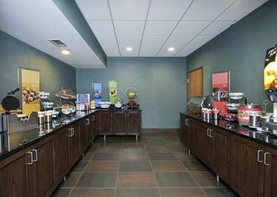 Hampton Inn Grand Rapids-South: Free On the House Hot Breakfast