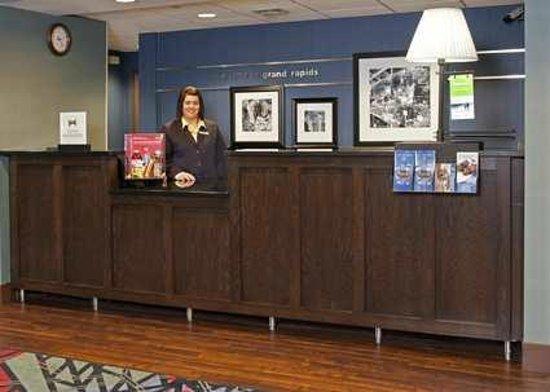 Hampton Inn Grand Rapids-South: Hotel Front Desk