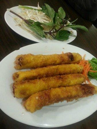 Pho Metro: Vietnamese shrimps & pork Spring rolls