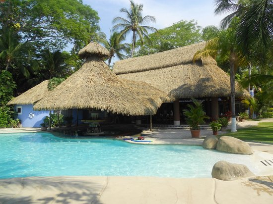 Bahia del Sol Beach Front Boutique Hotel: pool with swim up bar