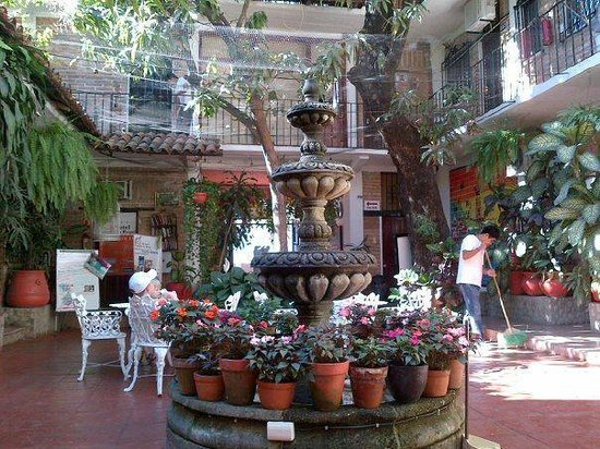 Hotel Posada de Roger: lobby patio