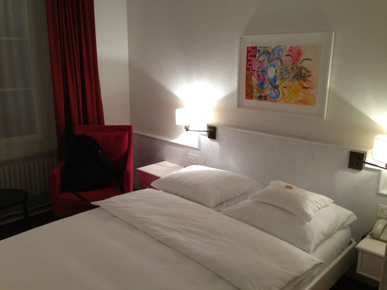 Hotel Helmhaus: Comfortable beds - SWISS