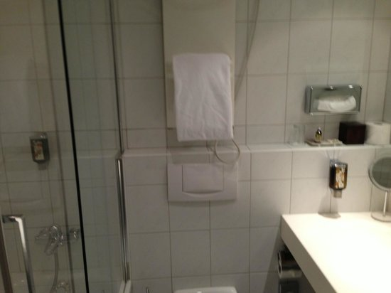 Hotel Helmhaus: Bath & Shower