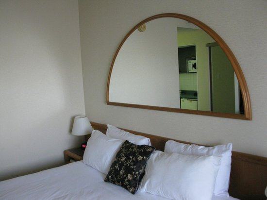 Quality Hotel Dorval Aeroport: Vue de notre chambre au Quality Inn Dorval