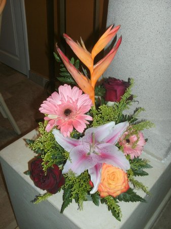 Luxury Bahia Principe Akumal Don Pablo Collection: a lovely bouquet in room