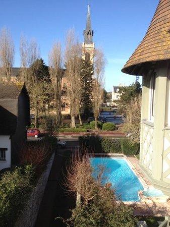 Augeval Hotel: vu du balcon de la chambre 305