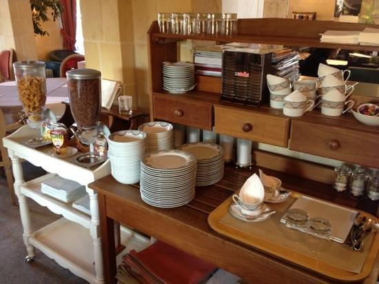 Augeval Hotel : petit déjeuner : buffet