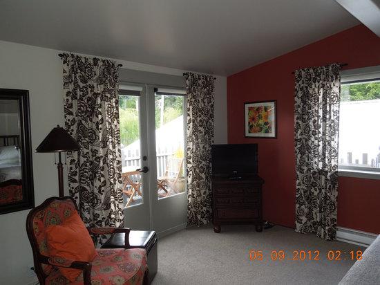 Hedgerow House Bed & Breakfast: Balcony room reading area