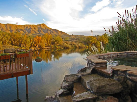 Riverbend Hot Springs: Public pool and Rio Grande