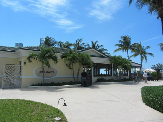 The Sands at Grace Bay: Hemingway's restaurant.