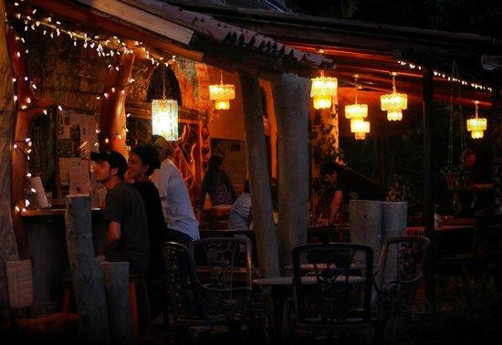Madre Tierra Resort & Spa: Restaurant bar