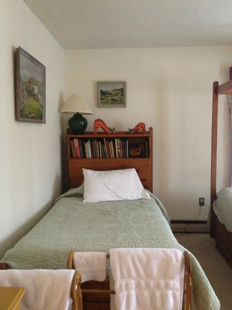 Homeplace Bed and Breakfast: Twin bed in 'Margaret'