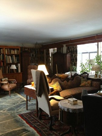 Homeplace Bed and Breakfast: Living Room