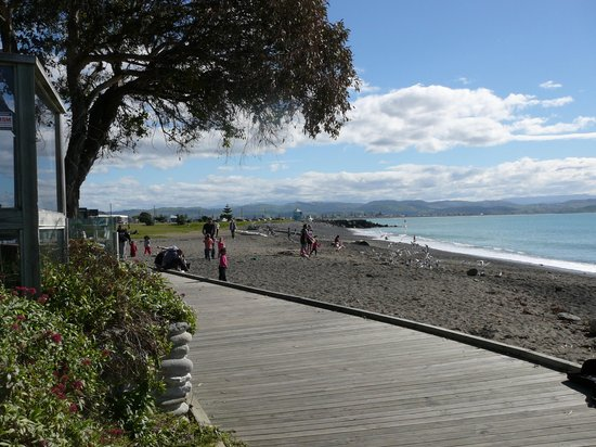 Navigate Seaside Hotel & Apartments: Walk Way Cycle track