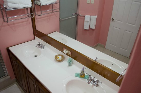 Piarco Village Suites : Double sinks in bathroom