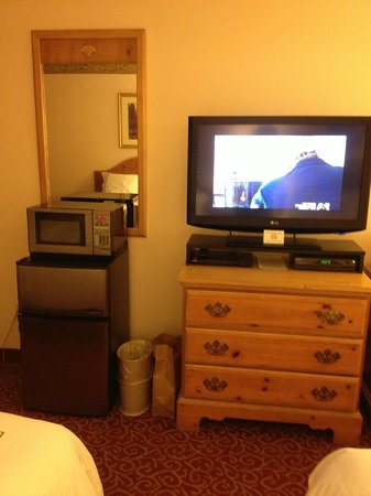 Inn on the Square: TV, Microwave, Fridge