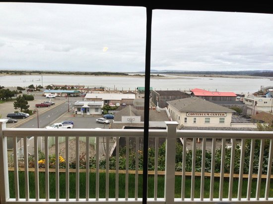 Bandon Inn: A great view of old town and the harbor from our room
