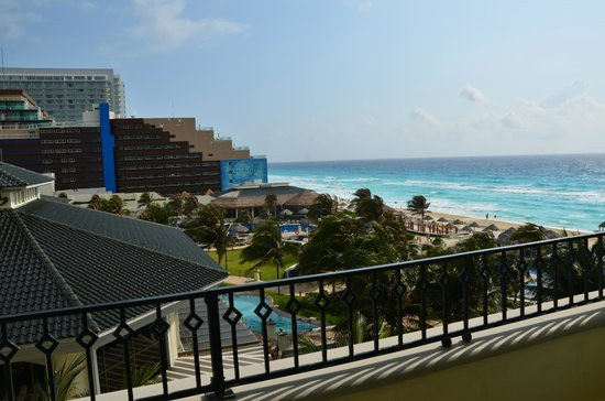JW Marriott Cancun Resort & Spa: the room had a balcony