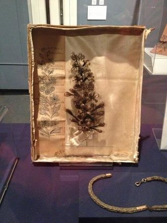 The White House and Museum of the Confederacy: knickknackery section: locks of hair made into flowers.