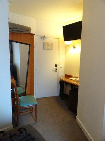 Hotel de Geneve: Entrada habitación