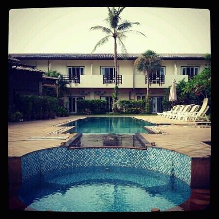 Krabi Tropical Beach Resort: the pool facing the sea