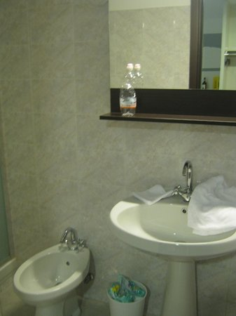 B&B Hotel Roma Trastevere: Banheiro