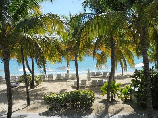 Carlisle Bay Antigua: Beach outside our room