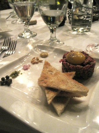 Marche Bacchus: Steak Tartare.