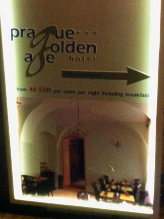 Prague Golden Age: Cartel publicitario del hotel