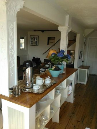 The Ledge House Bed and Breakfast: Off the kitchen