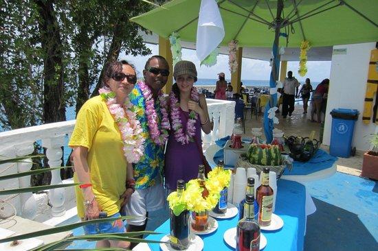 Hotel Blue Cove : comedor con vista al mar