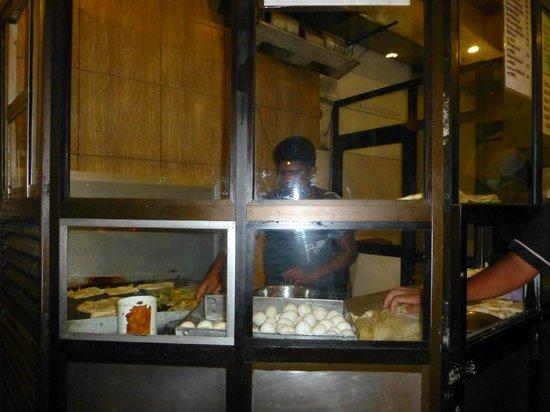 Kandyan Muslim Hotel: cooking