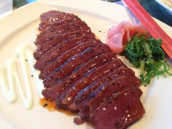 Legal Sea Foods : Wood grilled tuna sliced sashimi-style