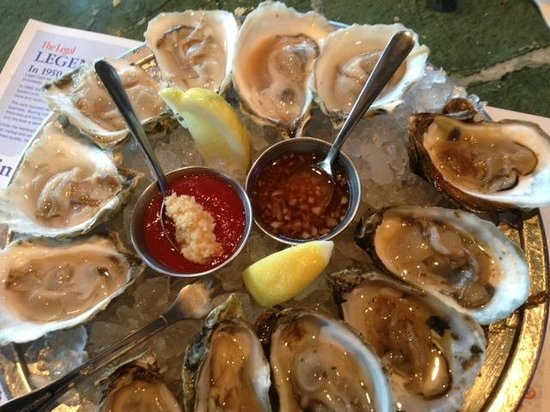 Legal Sea Foods : Oyster selection - very good