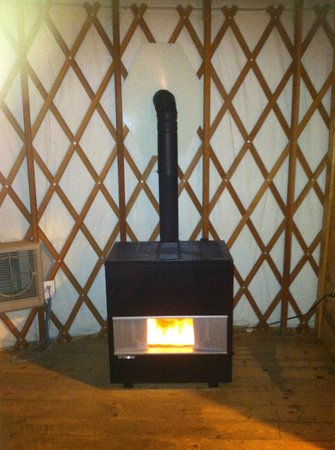 Yosemite Lakes RV Resort: Gas fireplace