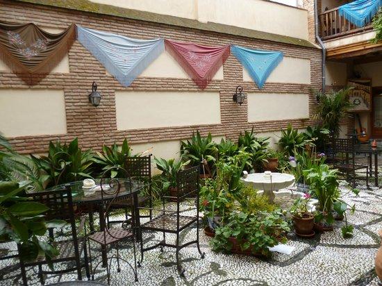 أباديا هوتل جرانادا سنترو: Patio del hotel