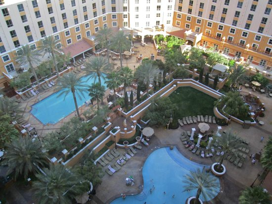 Wyndham Grand Desert: View of the pool areas from above
