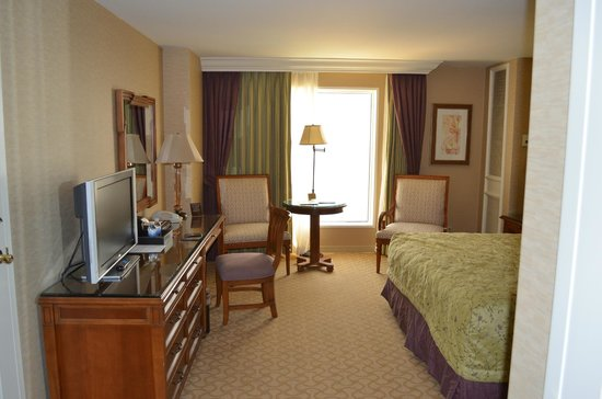 Beau Rivage Resort & Casino Biloxi: Desk and TV  Room 19059