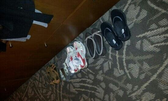 Miyako Hybrid Hotel: housekeeping arranged my shoes :)