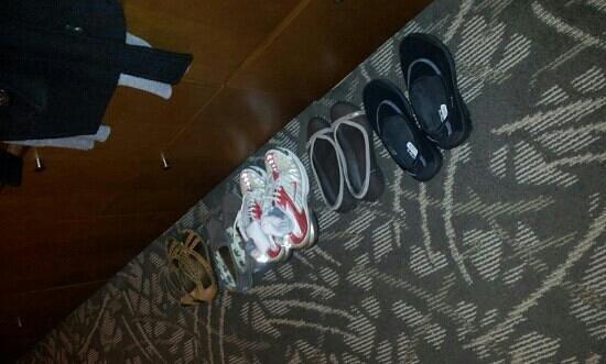 مياكو هايبريد هوتل تورانس: housekeeping arranged my shoes :)