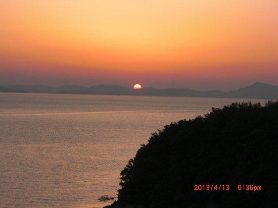 Hotel Green Plaza Shodoshima: ロビーからも露天風呂からもお部屋からも見られる夕焼け