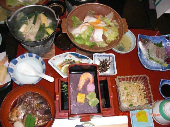 Hotel Green Plaza Shodoshima: 固定メニューの鯛づくし