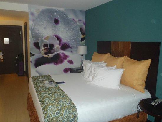 Holiday Inn Express San Jose Forum: Habitacion UNa Cama muy comoda para descansar