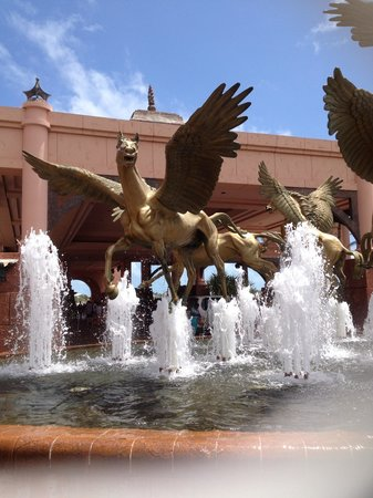 Queen's Staircase: Golden flying horses outside Atlantis