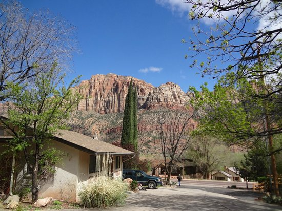 Red Rock Inn Bed and Breakfast Cottages: View from the patio of Cottage #1